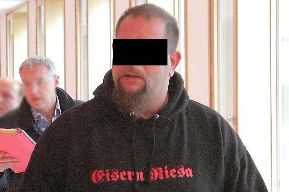 Christoph K. (36) arbeitete in dem Lager, öffnete seinen Komplizen die Schranke.