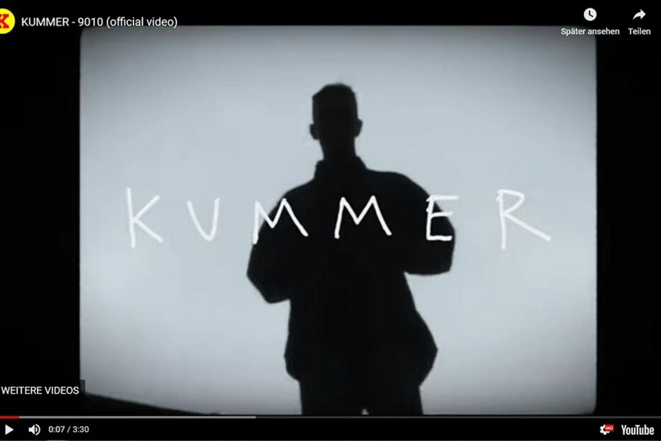"""Das am Donnerstag veröffentlichte Video """"KUMMER - 9010"""" ist gespickt mit bitterer Kritik und historischen Chemnitz-Aufnahmen."""