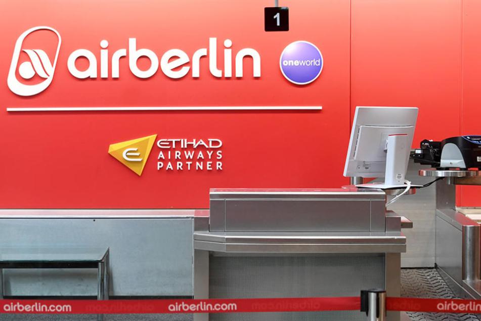Ein verwaister Schalter von Air Berlin am Münchener Flughafen.