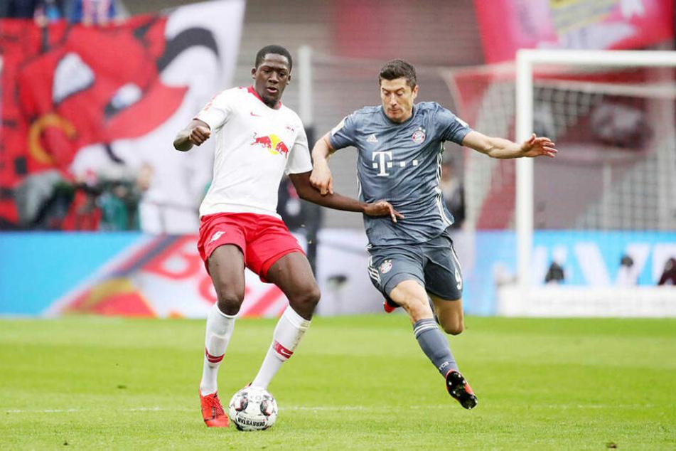 Leipzigs Abwehrreihe um Ibrahima Konaté (l.) brachte Bayerns Topstürmer Robert Lewandowski immer wieder zum Verzweifeln.