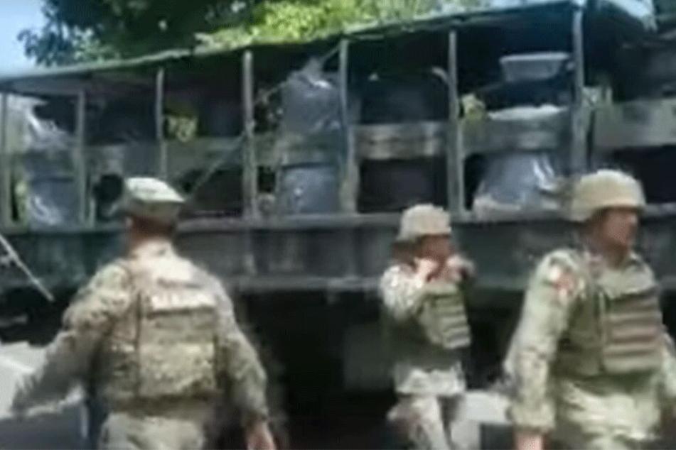 Die Soldaten sperrten mehrere Straßen in Chiapas.