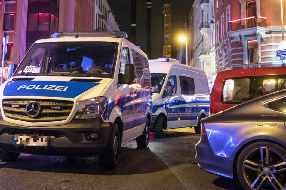 Freier schlägt auf Prostituierte ein und verletzt Polizistin bei Festnahme