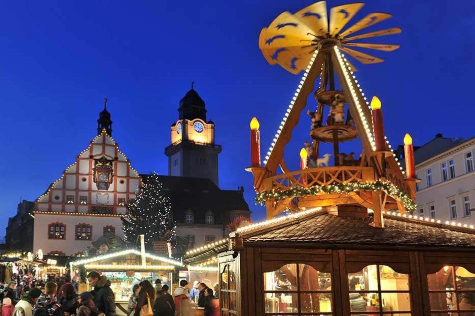 Die Besucher des Plauener Weihnachtsmarktes dürfen sich auf 60 Stände auf Altmarkt, Herrenstraße und Rathausstraße freuen.