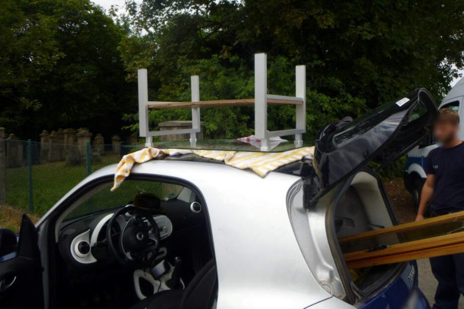 Der Glastisch lag lose auf dem Autodach.