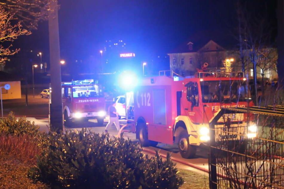 Brennender Kinderwagen im Keller: Neun Bewohner im Krankenhaus