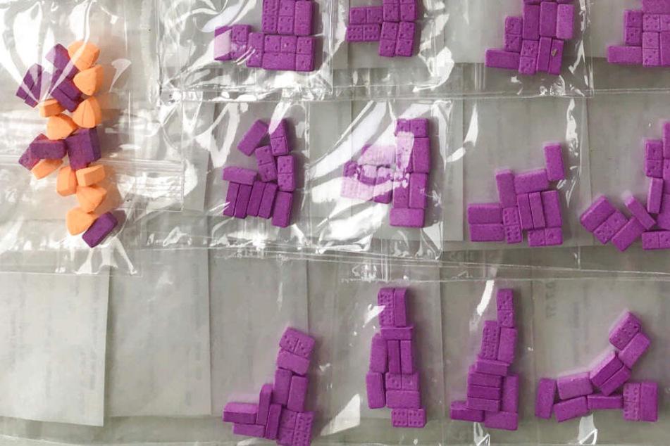 Rund 400 Gramm Haschisch sowie XTC-Pillen wurden beschlagnahmt.