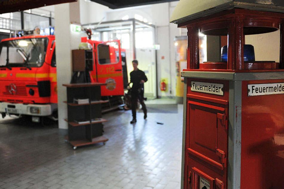 Die Kameraden von der Feuerwehr rückten an, obwohl es nirgendwo brannte. (Symbolbild)