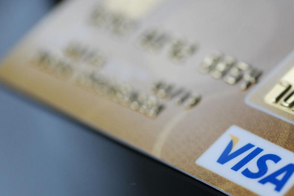 Wie der 26-Jährige an die Kreditkartendaten kam, ist noch nicht geklärt.