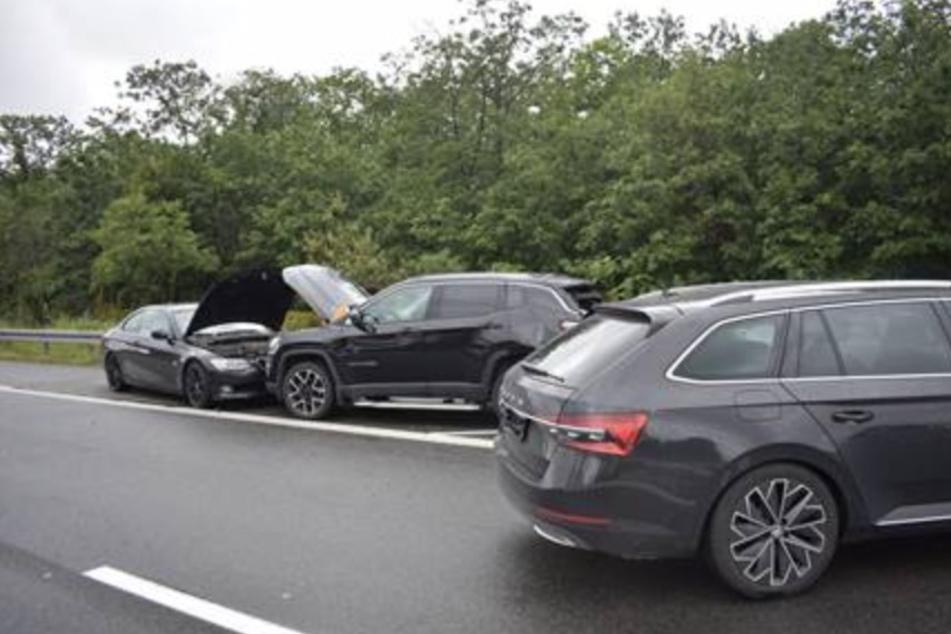 Ein Jeep, ein Skoda und ein BMW waren in gleich mehrere Unfälle an der A9 in Dessau verwickelt.