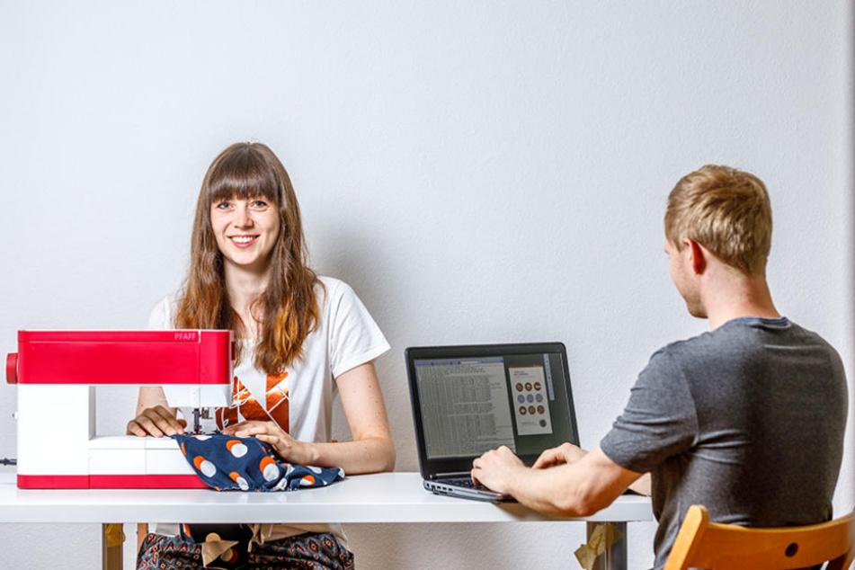 """Nadine und Manuel Weißbach (beide 30) arbeiten zusammen an der """"Näh ich mir App"""". Mehr als 1700 Shops haben sie bereits in ihr Verzeichnis aufgenommen."""