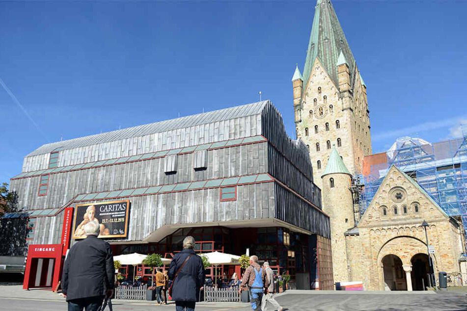 Der Dom in Paderborn ist ein Wahrzeichen der Stadt.