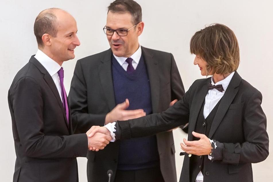 OB Barbara Ludwig (r.) und Generalintendant Christoph Dittrich (50.m.) begrüßen Guillermo Garcia Calvo (38) als neuen Chef der Robert-Schumann-Philharmonie.