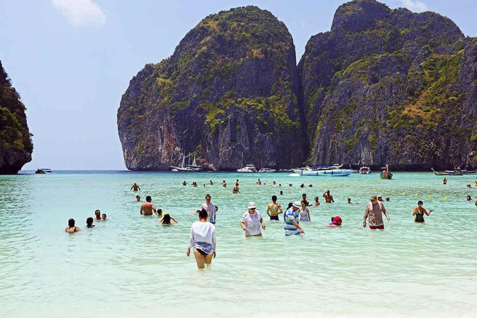 """Koh Phi Phi ist bekannt für den Strand Maya Beach auf dem Hollywood-Film """"The Beach"""". Nun starb ein Mann aus Hagen auf der Trauminsel."""