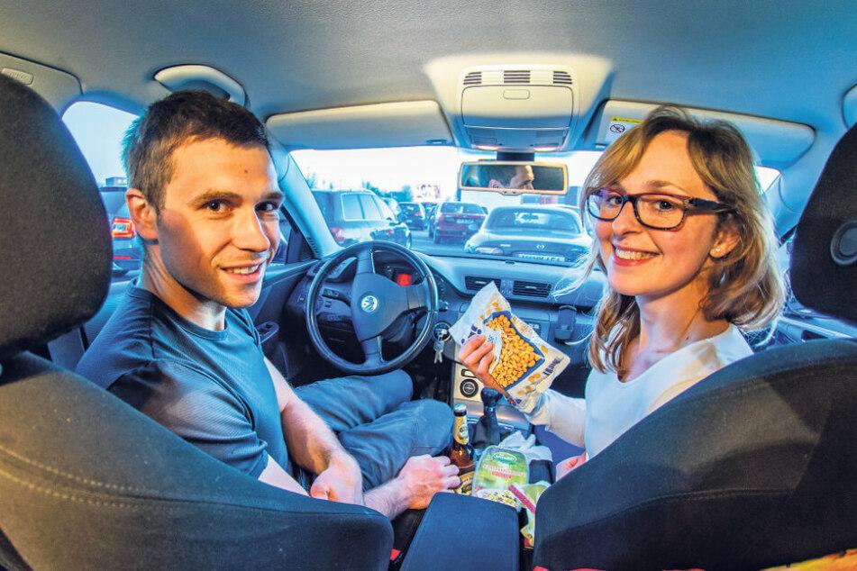 Henryk Malecki (30) und Bianca Troschitz (29) aus Chemnitz hatten es sich mit Snacks und Getränken gemütlich gemacht.