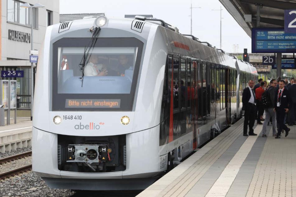 Abellio übernimmt das Diesel-Netz von der Deutschen Bahn und dem Harz-Elbe-Express. Deshalb müssen derzeit viele Lokführer geschult werden.