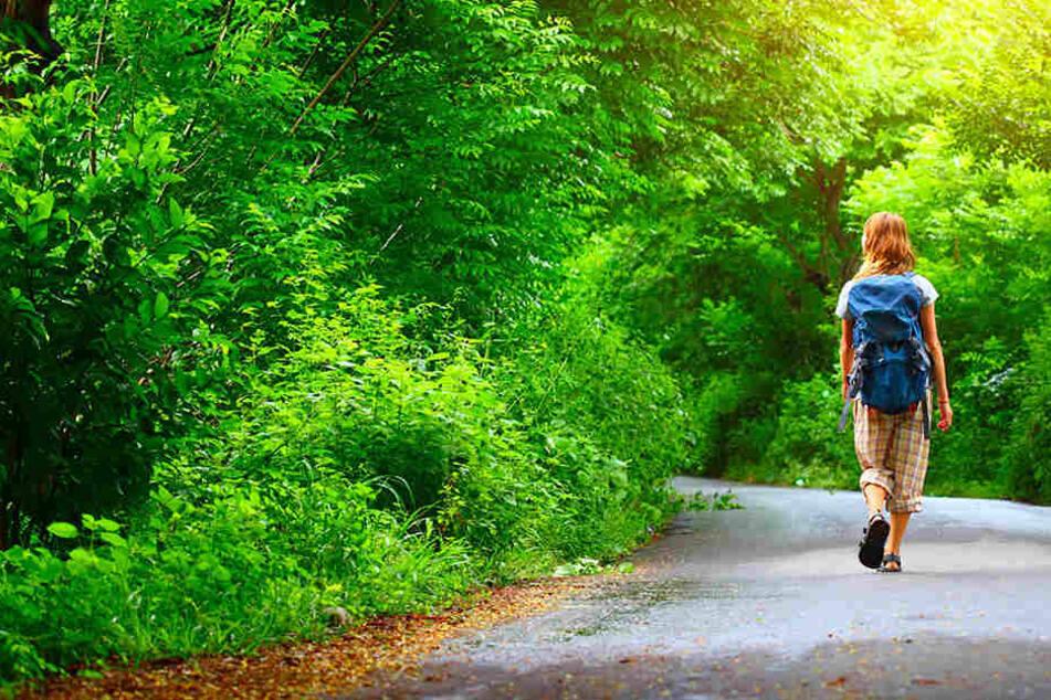 Die junge Frau war am Reusaer Wald unterwegs, als sie plötzlich angegriffen wurde. (Symbolbild)