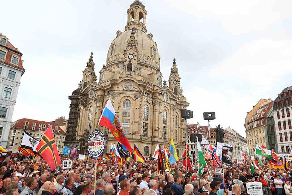 PEGIDA kündigt für den 3. Oktober einen Innenstadtspaziergang an.