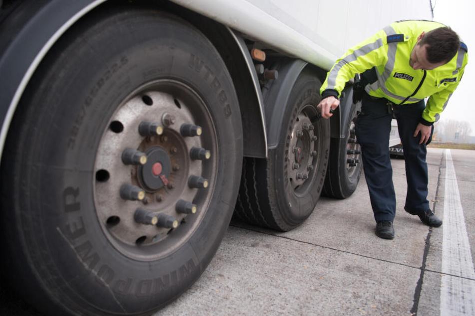 Bei den Kontrollen wurden Laster und Fahrer auf Herz und Nieren geprüft. (Symbolbild)