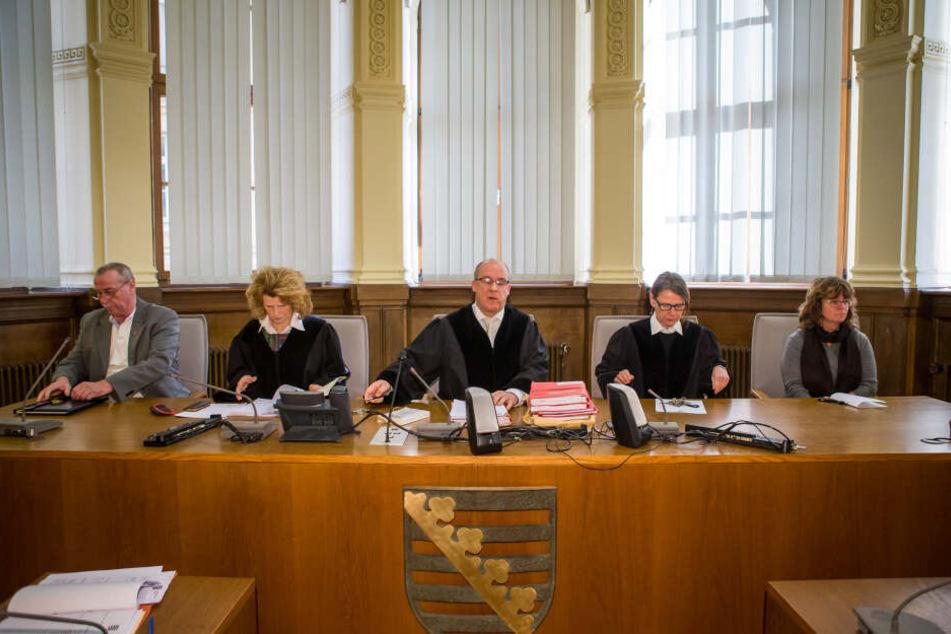 Die 2. Strafkammer des Leipziger Landgerichts deutete gestern schon mal an, dass bei einer Verurteilung auch die Anordnung der Sicherungsverwahrung in Betracht kommen könnte.