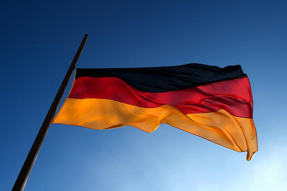 In Schkeuditz besitzen prozentual gerechnet so viele Einwohner eine Deutschland-Fahne, wie nirgendwo anders in Deutschland.
