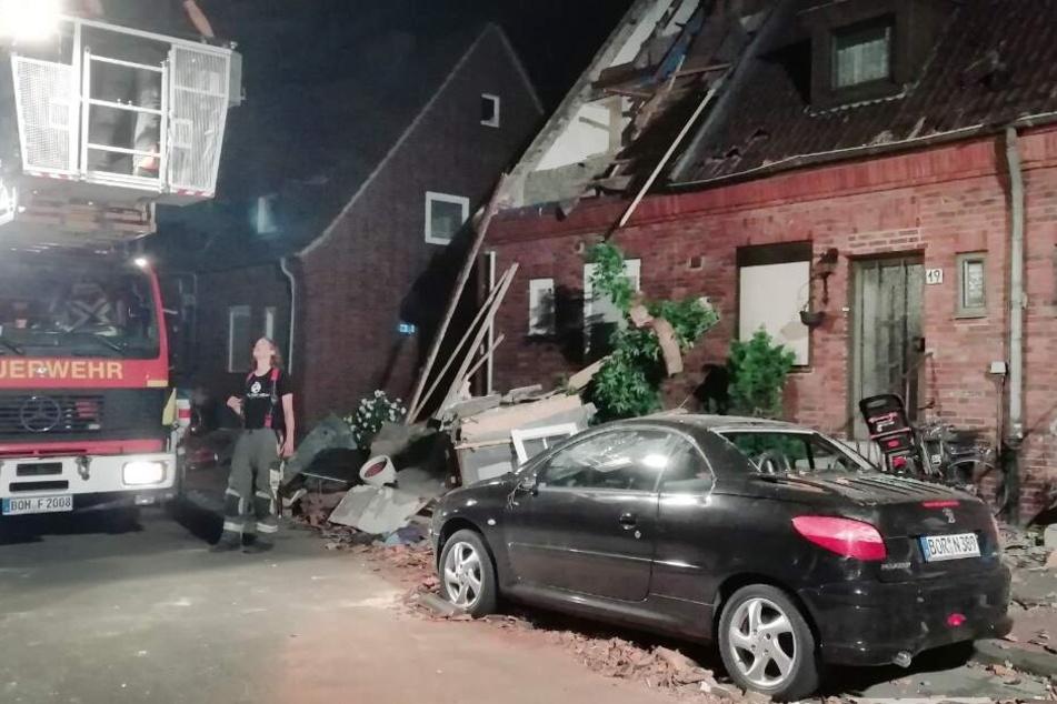 Ein Dach wurde durch den Tornado komplett abgedeckt.