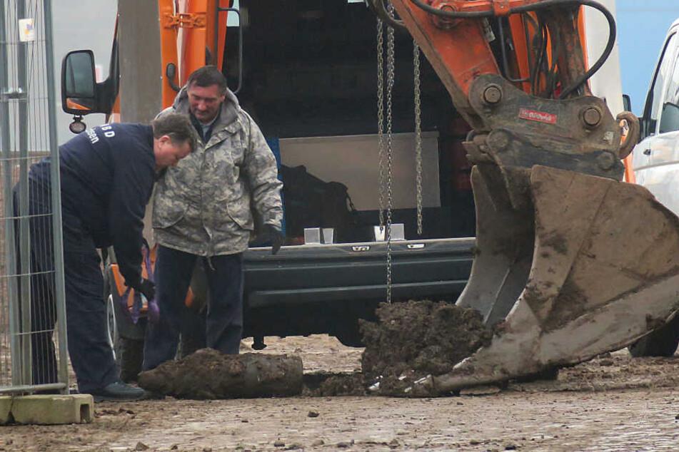 Der Bagger hatte die Granate ausgegraben