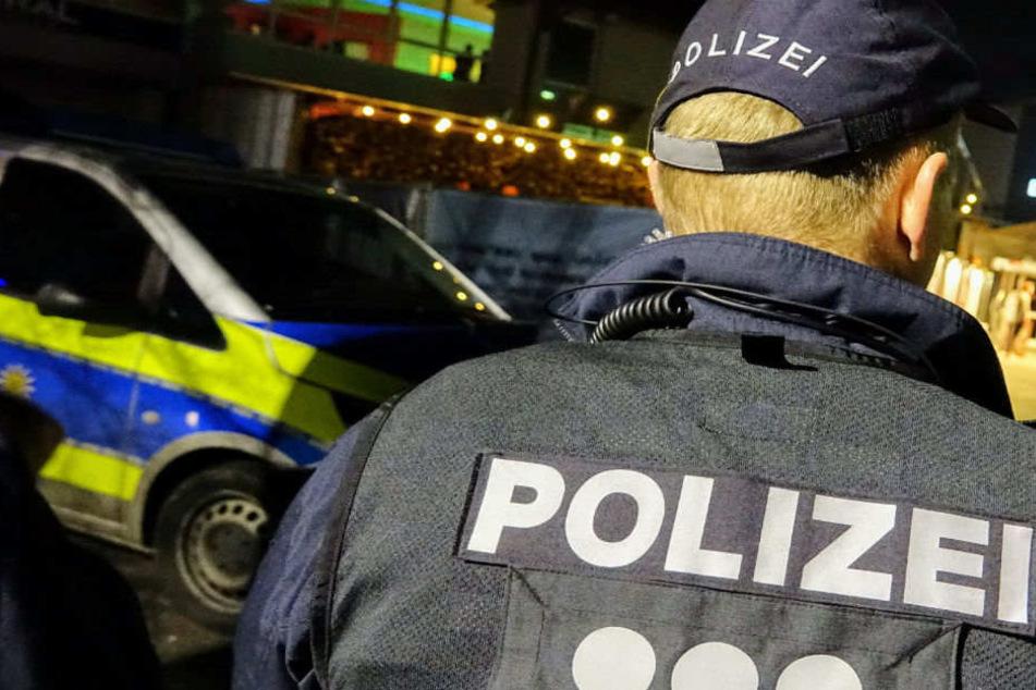 In Preetz wurden zwei Polizisten von Jugendlichen attackiert. (Symbolbild)