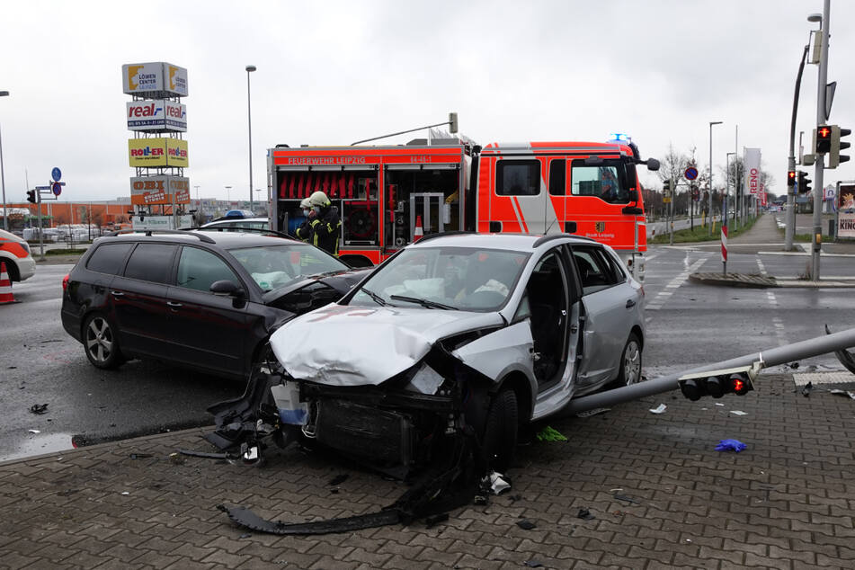Insgesamt waren drei Fahrzeuge am Unfall beteiligt, drei Personen wurden verletzt.
