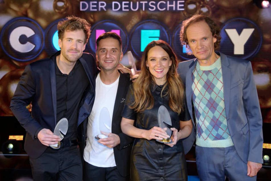"""Die Comedians Luke Mockridge (l-r), Özcan Cosar, Carolin Kebekus und Olaf Schubert wurden beim """"Deutschen Comedypreises 2019"""" ausgezeichnet."""
