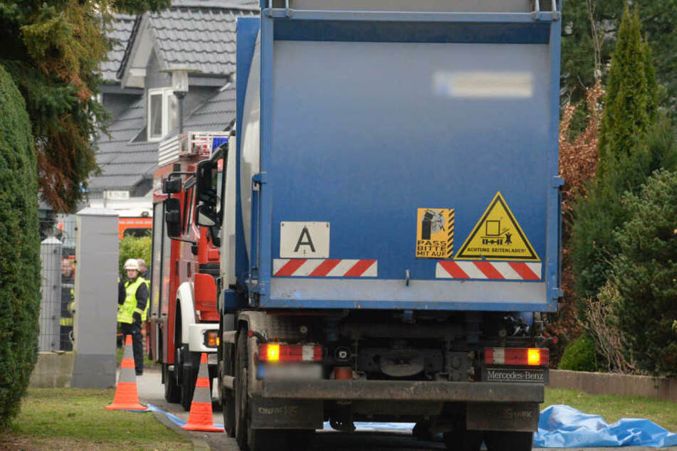 Müllwagen überrollt Fußgänger und verletzt ihn tödlich