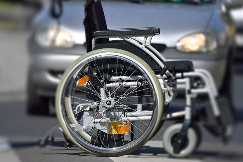 Wie es dem schwer verletzten Rollstuhlfahrer geht, ist bislang unklar. (Symbolbild)