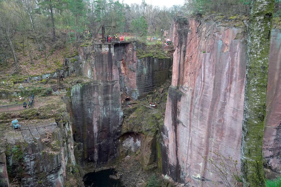 Großeinsatz am Gleisbergbruch in Rochlitz am Samstagvormittag: Eine Person stürzte etwa 30 Meter in die Tiefe.