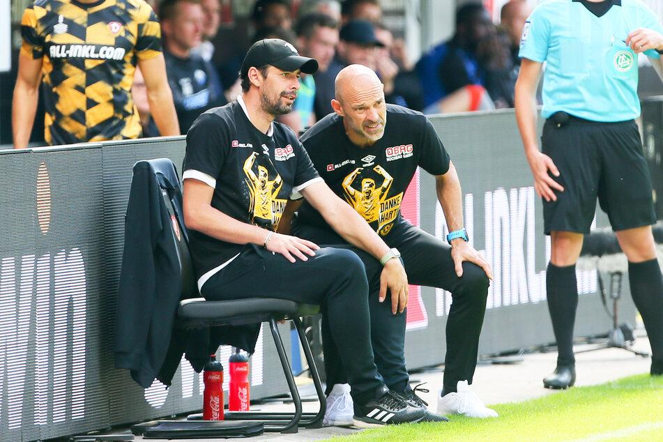 An Sonntagen läuft es für das Team von Dynamo-Trainer Alexander Schmidt (52, r.) und Assistent Ferydoon Zandi (42) irgendwie nicht so recht.