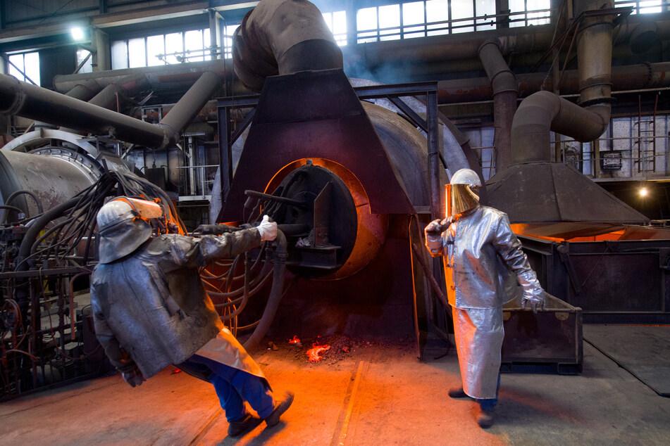 Welterbe trifft Wirtschaft: Im Werk der Nickelhütte Aue werden Galvanikschlämme und metallische Rückstände geschmolzen. Die Wurzeln des Betriebes gehen auf das Jahr 1635 und ein Blaufarbenwerk zurück.