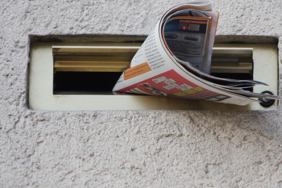Mann hat böses Behördenschreiben im Briefkasten und greift deshalb den Zusteller an
