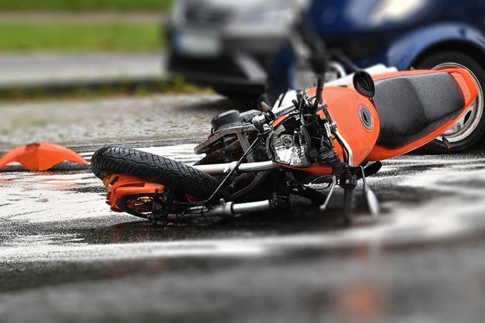 Der Mann verlor die Kontrolle über seine Maschine und stürzte. (Symbolbild)