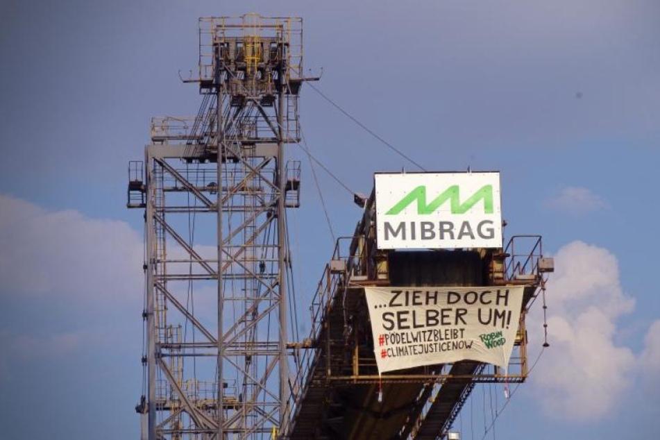 Protest-Camp vor Kraftwerk: Umwelt-Aktivisten ketten sich an Förderbänder