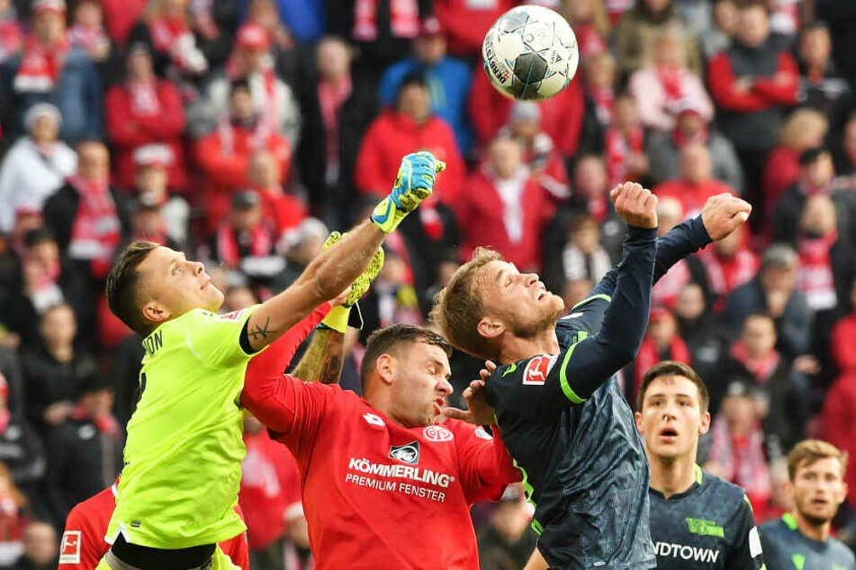 Union-Keeper Rafal Gikiewicz (l.) stand mehrfach im Fokus, konnte aber alle Situationen bereinigen.