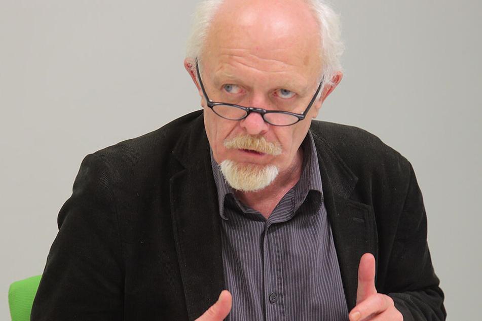 Der Finanzexperte der Grünen, Michael Schmelich (64), will einen Preisdeckel bei den Gebühren.