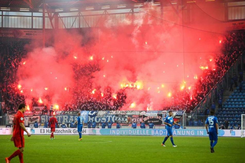 Die Hansa-Fans brannten ein Feuerwerk ab.