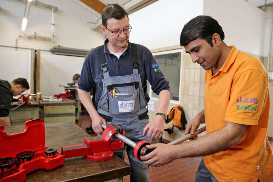 Im Gegensatz zu 3365 Jugendlichen in Sachsen sucht er nicht mehr: Ashraf Hussain macht eine Ausbildung zum Anlagemechaniker in Chemnitz.