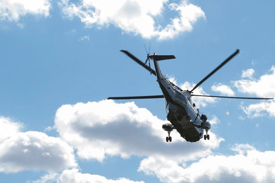 Zwei US Air Force-Hubschrauber zogen die beiden Männer aus dem Wasser (Symbolbild).