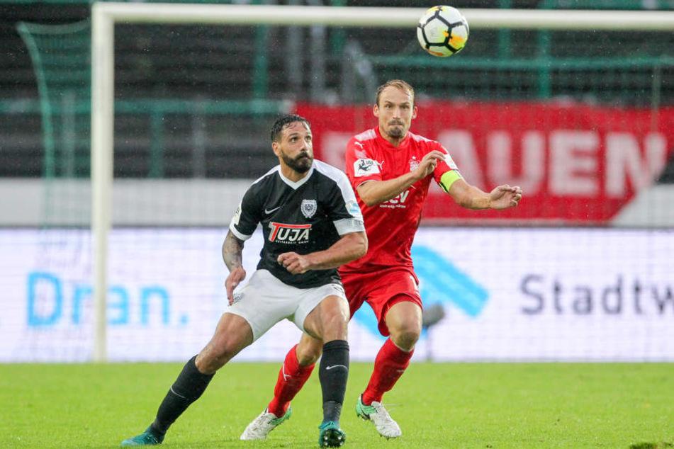 Toni Wachsmuth (r., hier im Duell mit Adriano Grimaldi) zeichnete sich beim 2:0 in Münster als Torschütze aus.