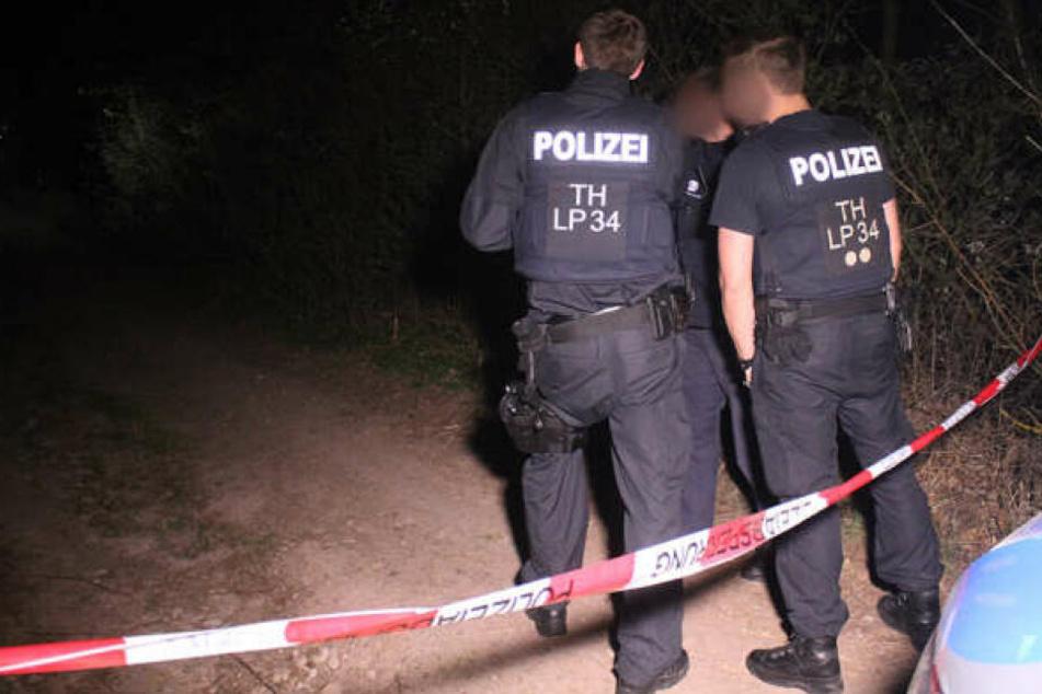 Polizisten hatten das Gebiet nach dem Fund weiträumig abgesperrt.