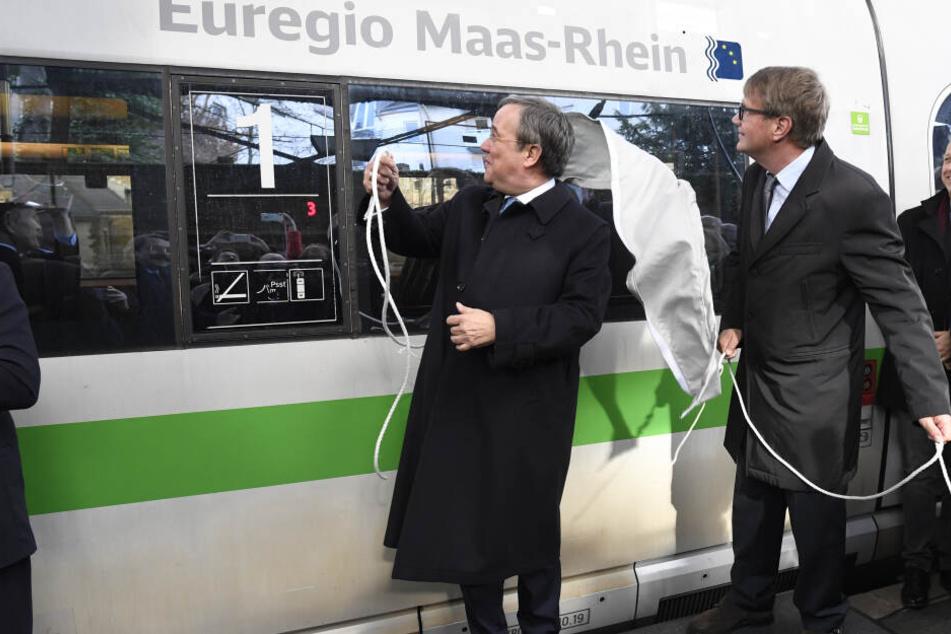 Armin Laschet enthüllte am Montag einen neuen ICE der Deutschen Bahn.