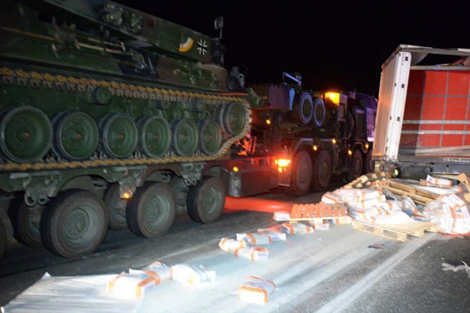 Auch ein Panzer der Bundeswehr passierte die Unfallstelle.