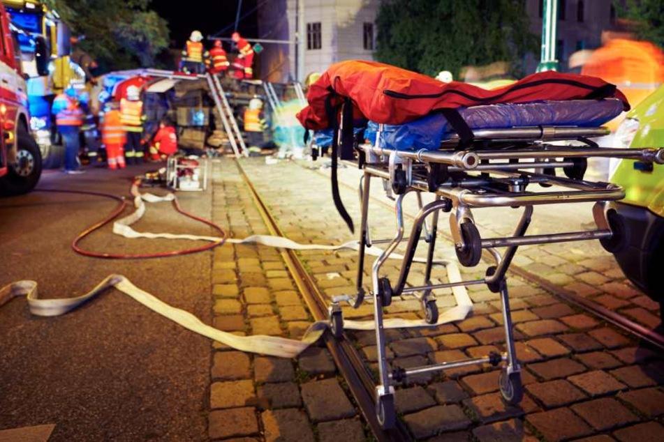 Zwei Frauen sterben bei heftigem Frontalcrash mit Sportwagen