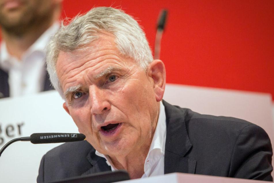 VfB-Präsident Wolfgang Dietrich erklärt am Sonntag die Mitgliederversammlung für beendet.