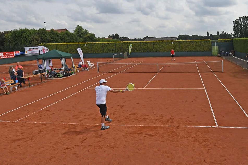 Auf dem Tennis-Platz in Twistringen wollen die beiden den Rekord knacken.