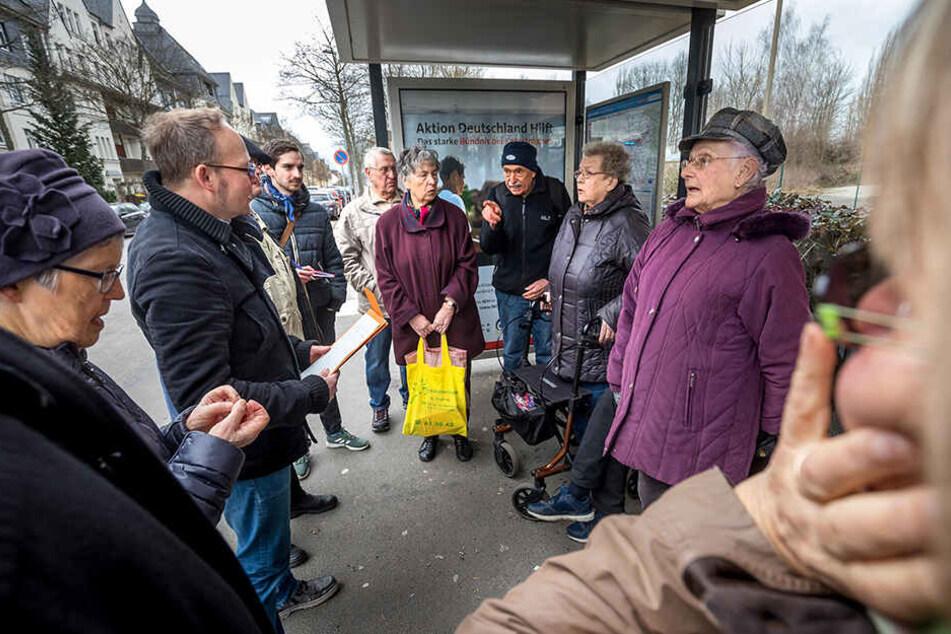 """Mit der Umverlegung der Haltestelle """"Zöllnerstraße"""" hin zum """"Wilhelm-Külz-Platz"""" hat der Anwohnerprotest begonnen. Mittlerweile fühlen sich auch viele Senioren aus dem Yorckgebiet abgekoppelt."""